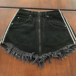 BRAND NEW Carmar black zippered skirt from LF